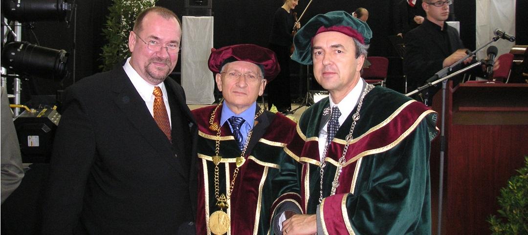 prof. Gúth pri zakladaní vysokej školy vo Weißenfelse r. 2005